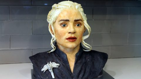 A Song Of Icing & Fire: Baker Paintstakingly Decorates Cake Into The Face Of Daenarys From Game Of Thrones Image