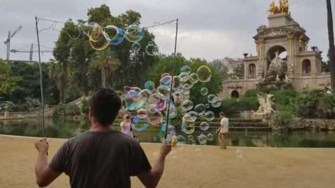 Unbelieva-bubble! Barcelona Man Amazes Children And Adults With Hundreds Of Giant Bubbles Image