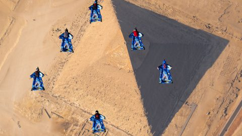 Amazing footage of skydivers free-falling over pyramids Image