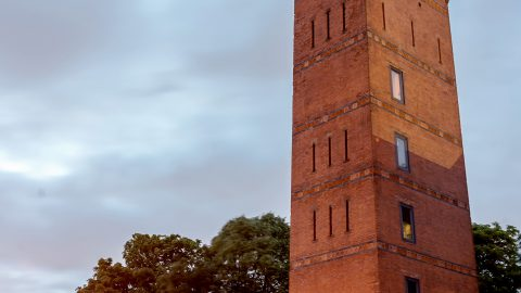 WATER LOCATION! HISTORIC WATER TOWER CONVERTED INTO EIGHT STOREY HOME WITH INCREDIBLE 360 VIEWS OF LONDON GOES UP FOR SALE – FOR £2 MILLION Image