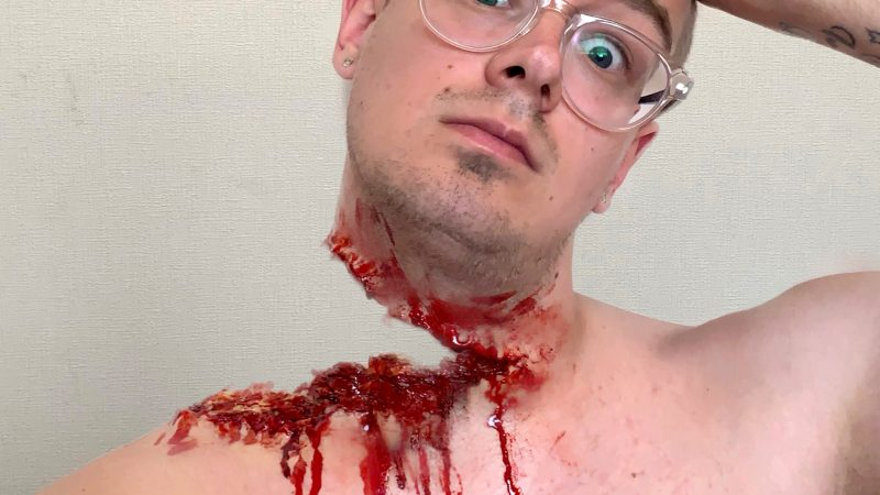 GUY CREATES INCREDIBLY REALISTIC AND GORY SPECIAL EFFECTS MAKE-UP OUT OF HIS BEDROOM Image