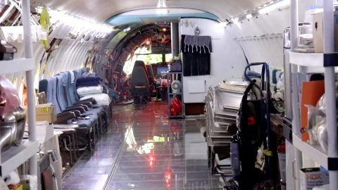 Man Salvages Ginormous 727 Plane And Converts It Into A Liveable Home In The Woods Image