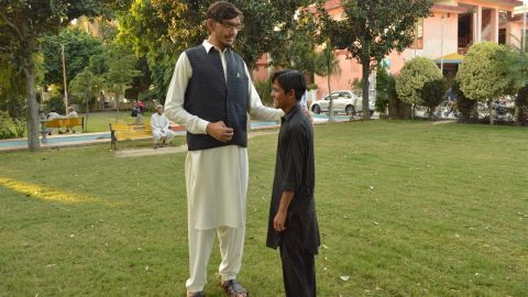 PAKISTANI MAN ALREADY 78 FT TALL IS STILL GROWING AND HOPES TO MAKE WORLD RECORD Image