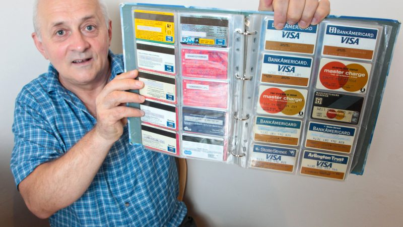FORMER TUBE ENGINEER SPENDS £10,000 ON COLLECTION OF OYSTER CARDS (AND THEY DON'T HAVE ANY MONEY ON THEM) Image