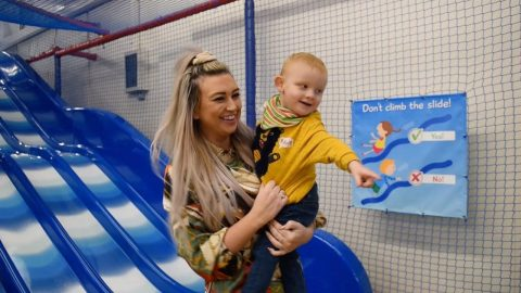 MUM ADDICTED TO VENDING MACHINE SNACKS DROPS FOUR STONE AFTER VOWING TO BE THE LEGS FOR HER DISABLED SON Image