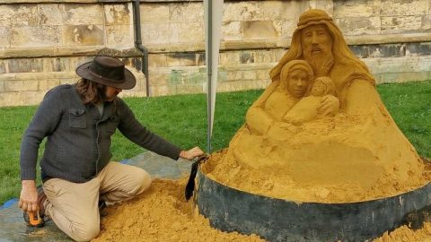CREATIVE COUPLE RECREATE NATIVITY SCENE FROM SAND Image