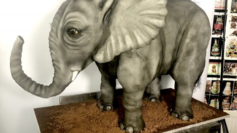 A PIECE OF CAKE! FORMER MAKE-UP ARTIST BAKES 3D ANIMAL CAKES SO REALISTIC PEOPLE ARE AFRAID TO EAT THEM Image