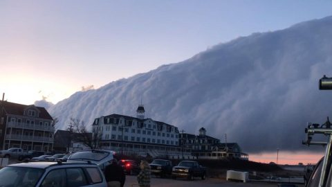 'SO CRAZY!' TERRIFYING CLOUD ROLLS OVER BLOCK ISLAND Image