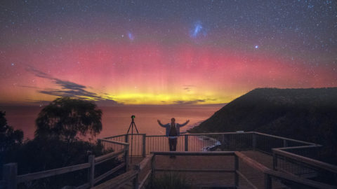 PHOTOGRAPHER SNAPS VIVID PINK AND GREEN RAYS ACROSS THE SKY Image